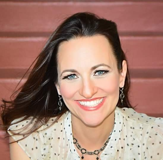 headshot Heather Hundhausen, founder of Beautifully Authentic and loving yourself coach